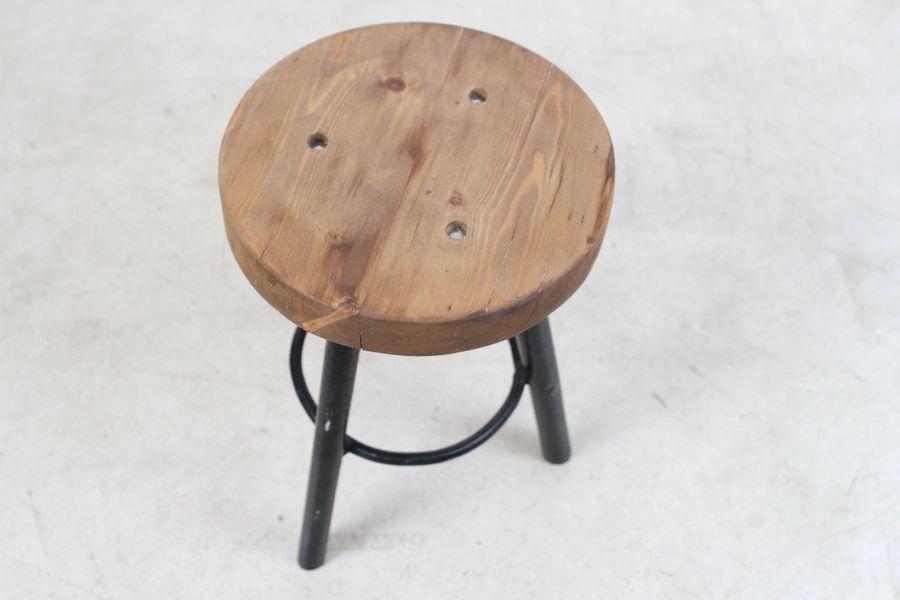 kleiner vintage hocker aus holz bei pamono kaufen. Black Bedroom Furniture Sets. Home Design Ideas