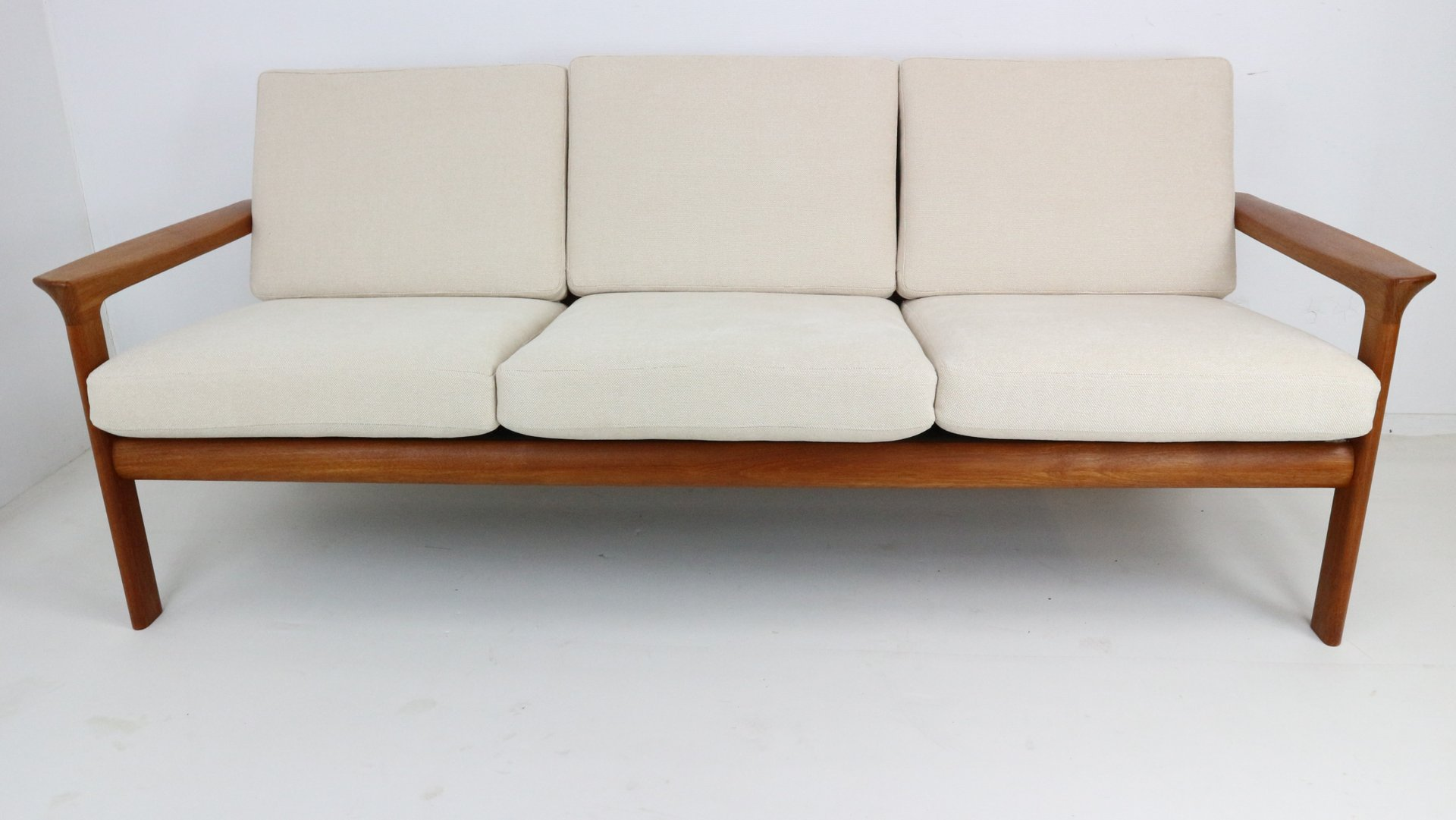 d nisches 3 sitzer teak sofa von sven ellekaer f r komfort 1960er bei pamono kaufen. Black Bedroom Furniture Sets. Home Design Ideas