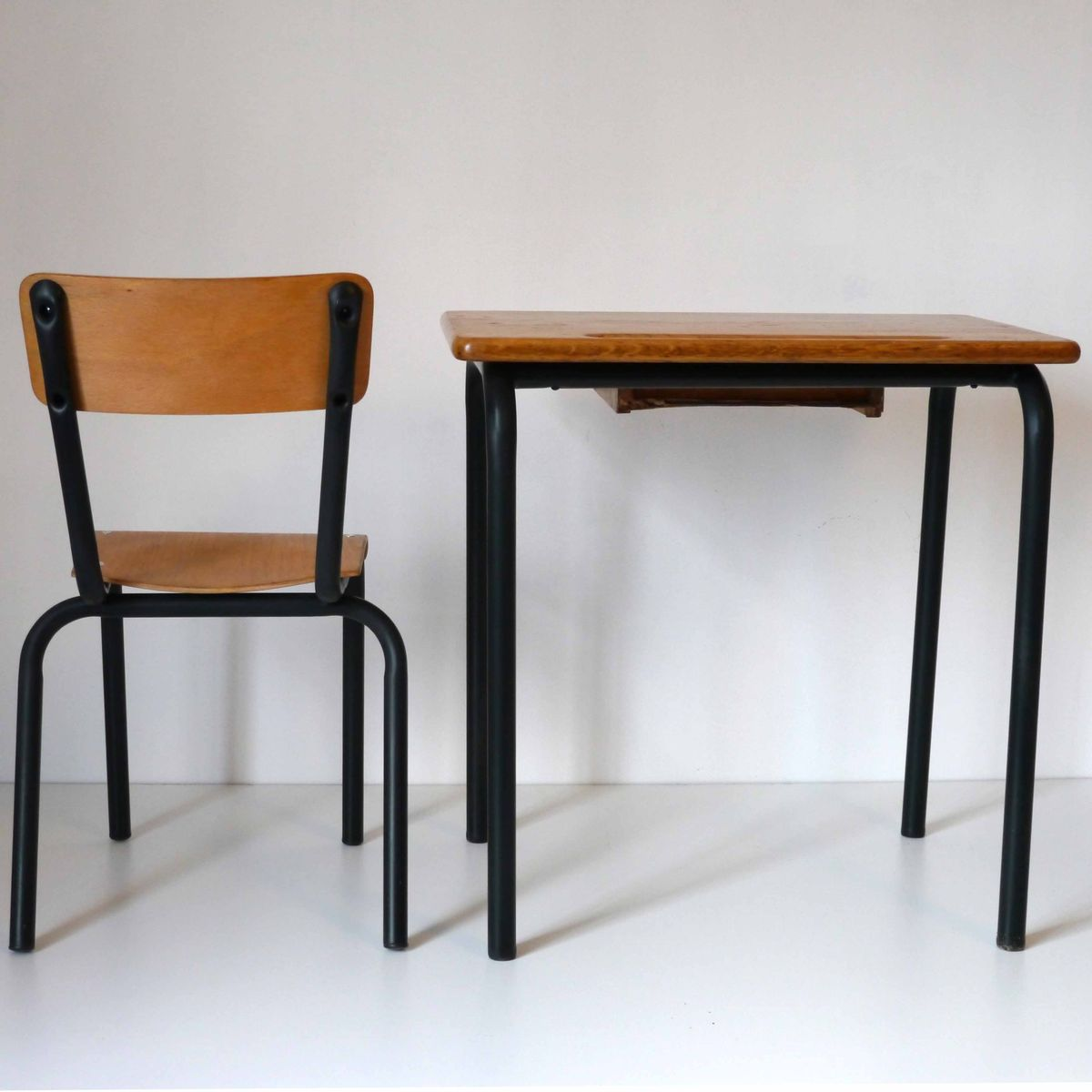 vintage school desk with chair from delagrave for sale at pamono. Black Bedroom Furniture Sets. Home Design Ideas