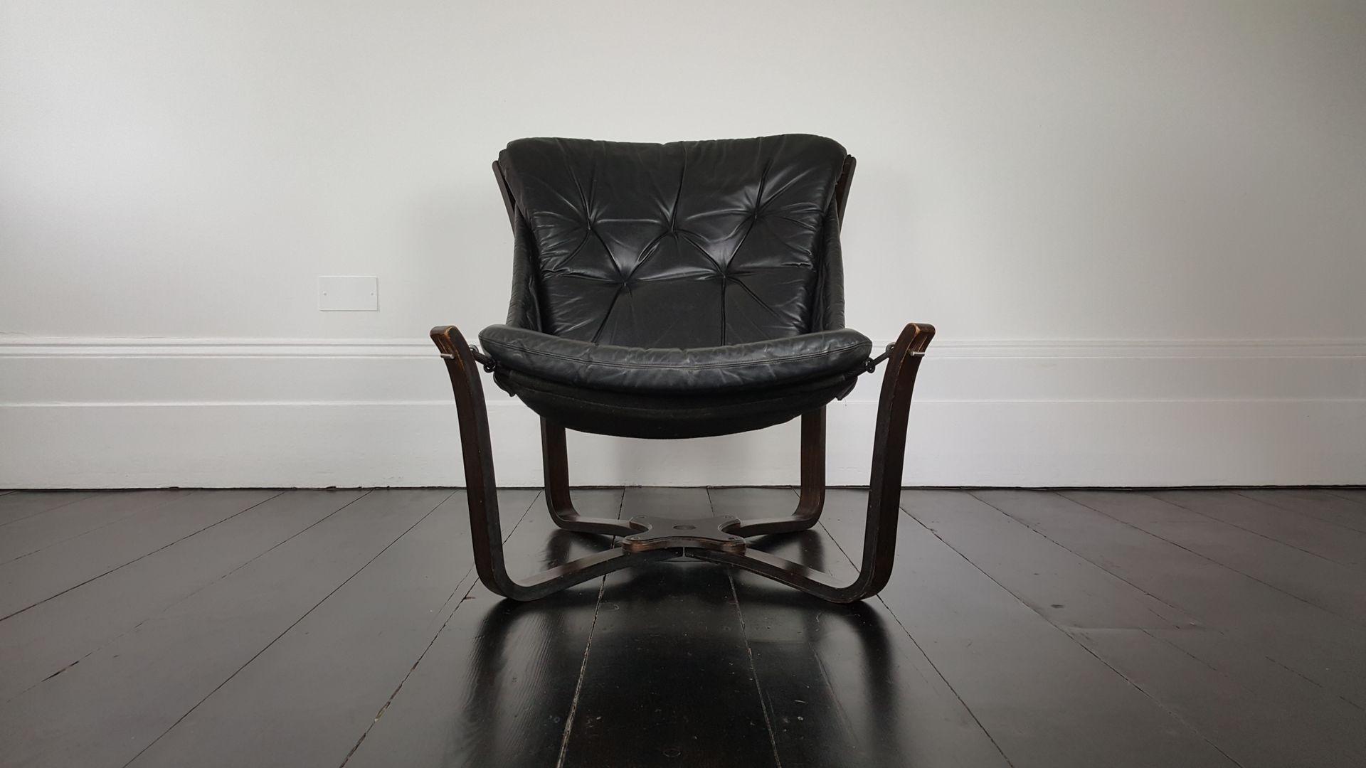 d nischer mid century lederschlaufen stuhl 1960er bei pamono kaufen. Black Bedroom Furniture Sets. Home Design Ideas