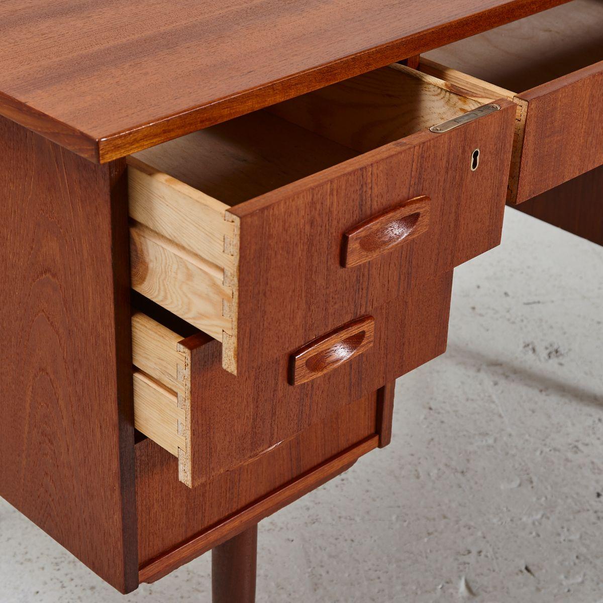 d nischer mid century teak schreibtisch 1960er bei pamono kaufen. Black Bedroom Furniture Sets. Home Design Ideas