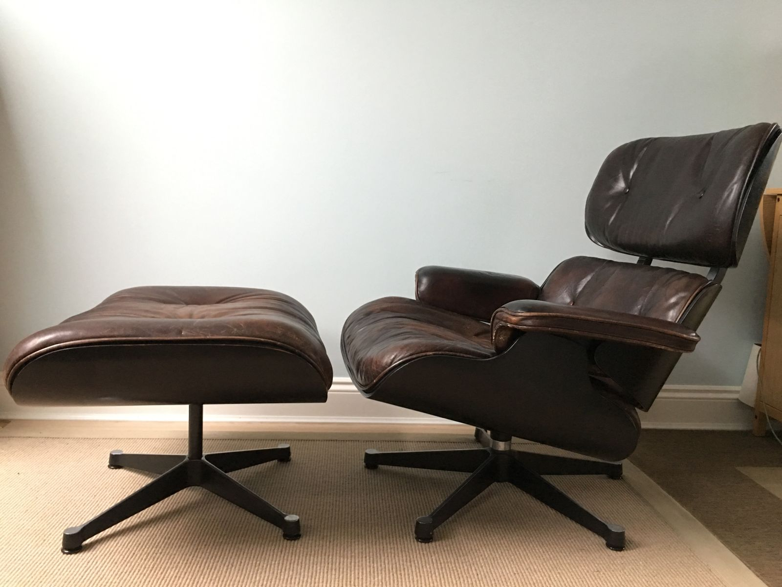 vintage 670 lounger and 671 ottoman by charles and ray eames for vitra for sale at pamono. Black Bedroom Furniture Sets. Home Design Ideas