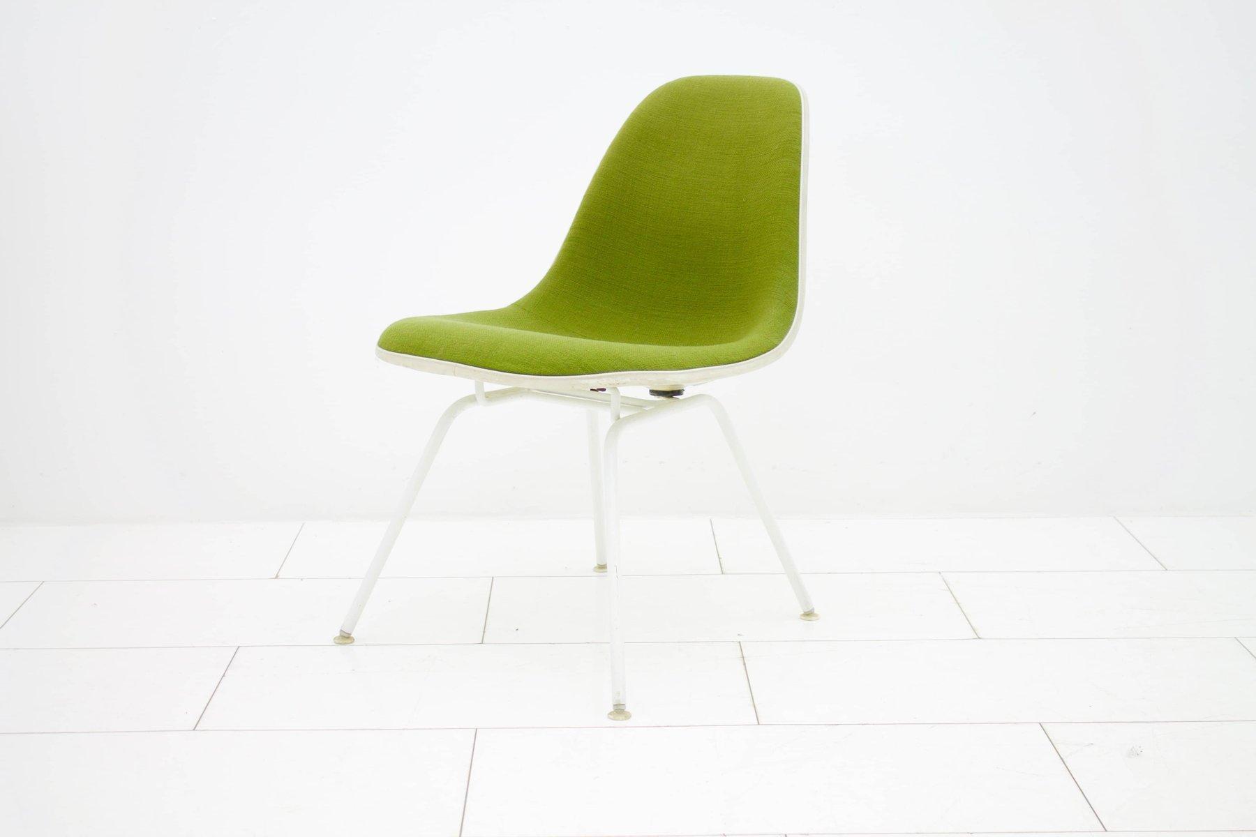 gr ner vintage sessel von charles ray eames f r vitra. Black Bedroom Furniture Sets. Home Design Ideas