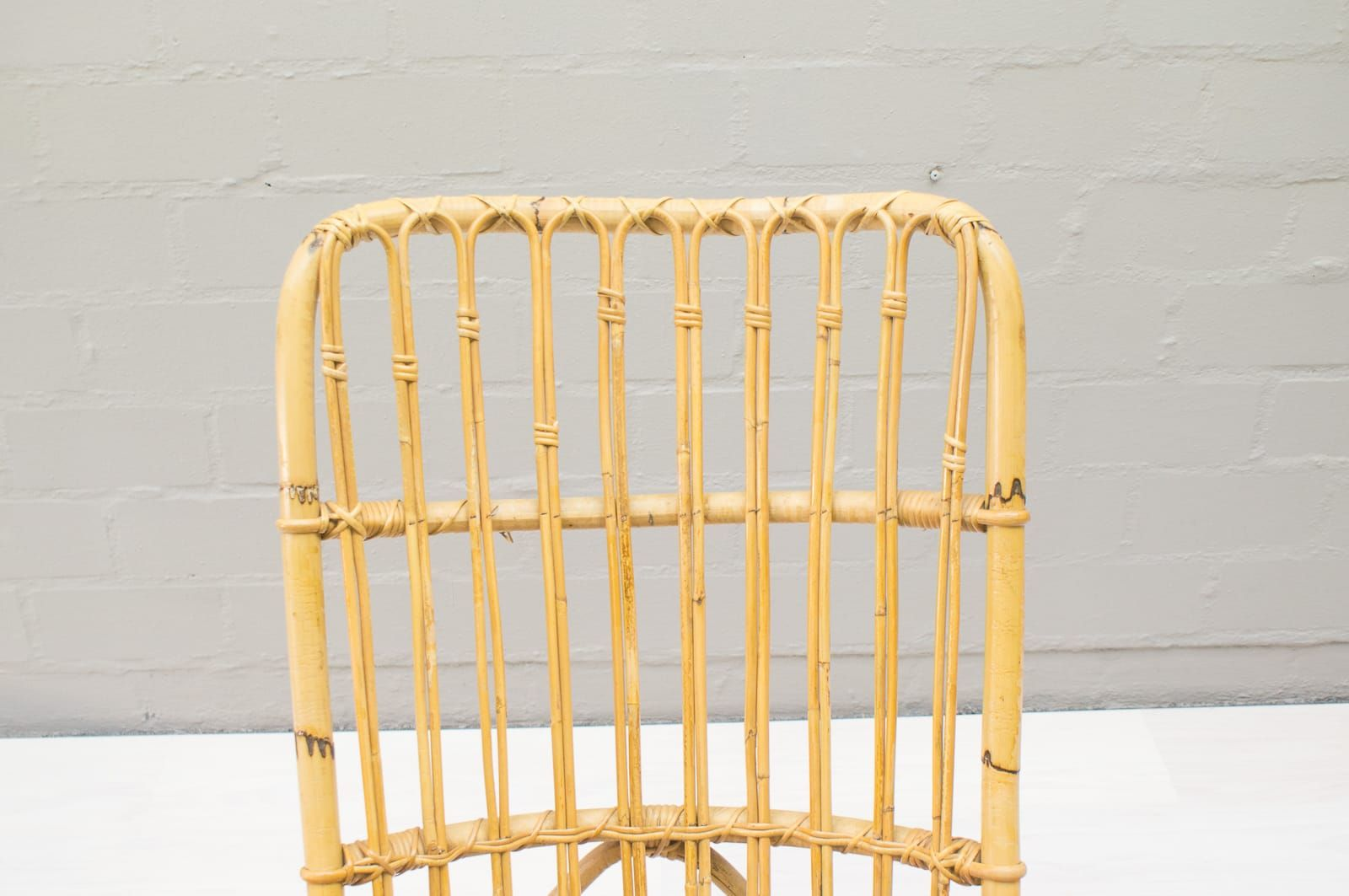 Vintage rattan und bambus schaukelstuhl 1970er bei pamono for Schaukelstuhl aus bambus