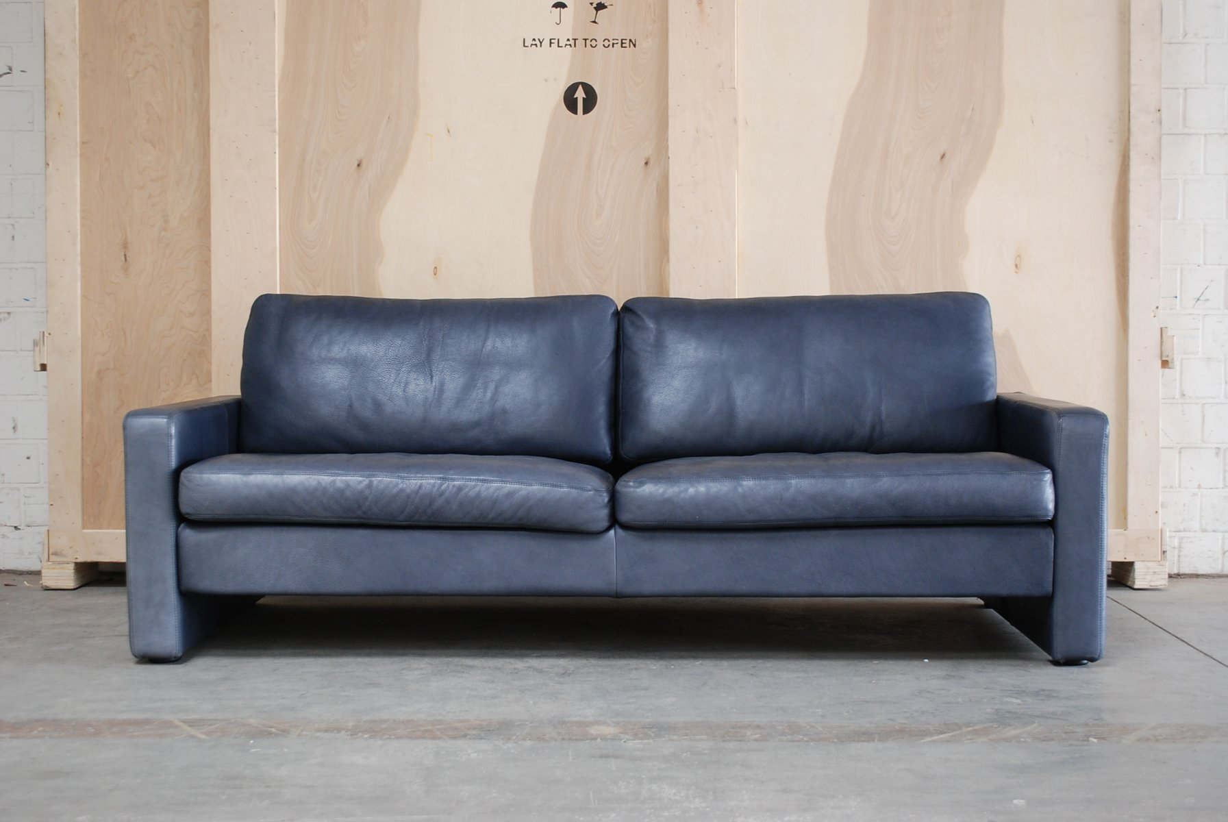 vintage conseta sofa aus blauem leder von cor bei pamono kaufen. Black Bedroom Furniture Sets. Home Design Ideas