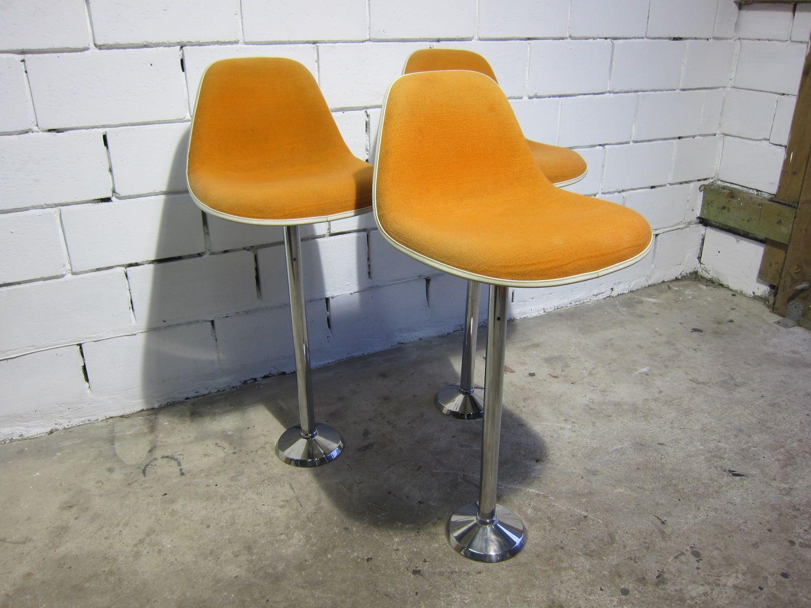 la fonda glasfaser barhocker von charles ray eames f r. Black Bedroom Furniture Sets. Home Design Ideas