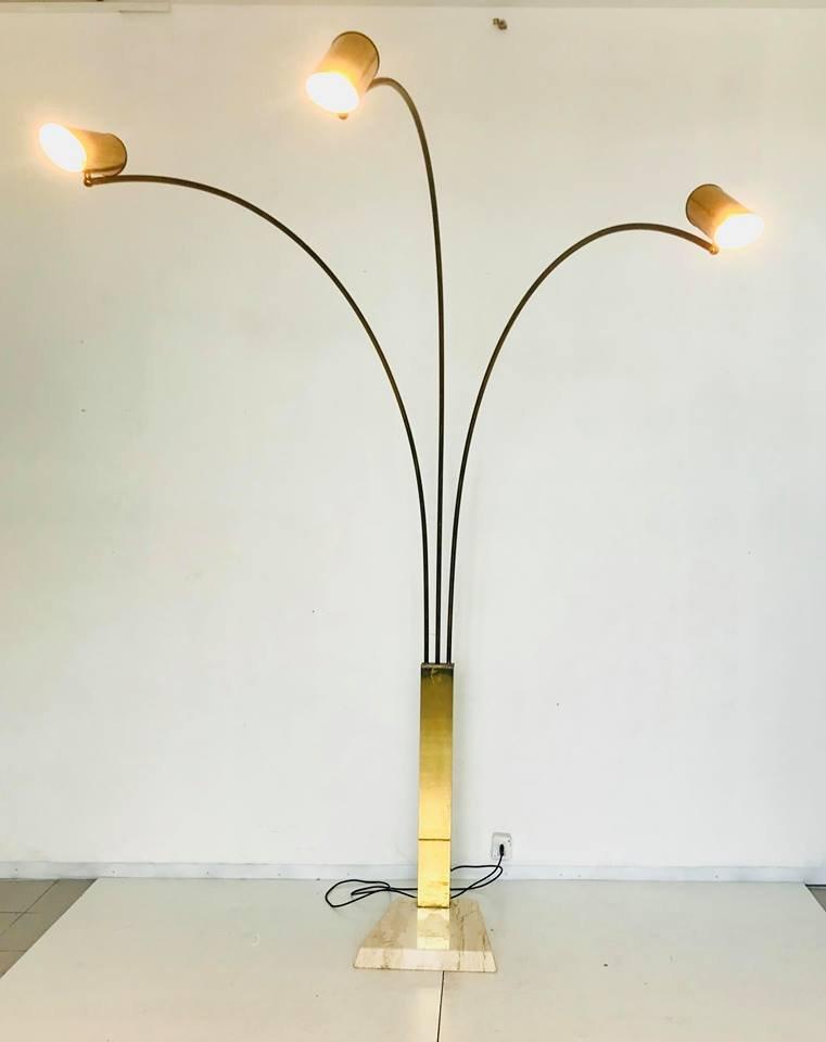 messing stehlampe mit drei leuchten und marmorsockel 1960er bei pamono kaufen. Black Bedroom Furniture Sets. Home Design Ideas