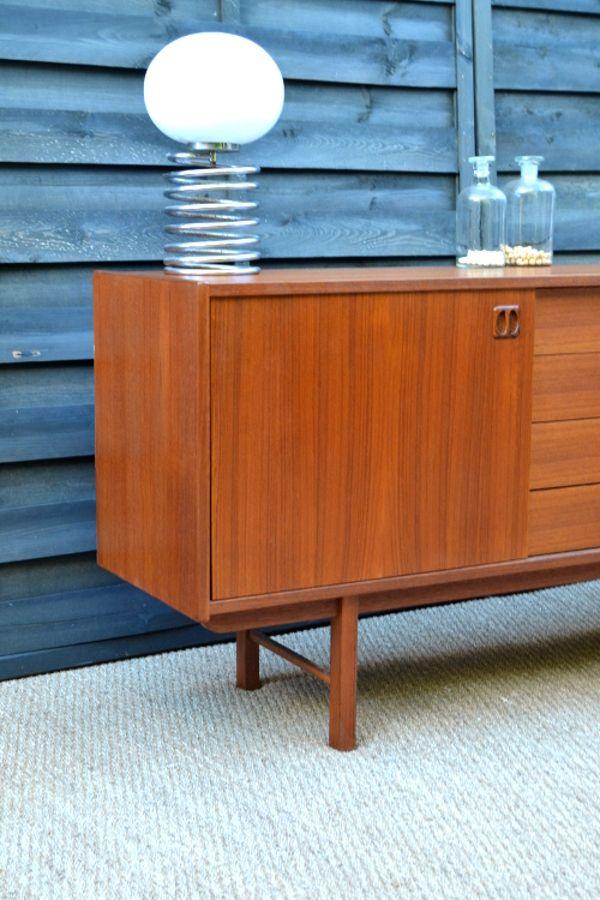 d nisches sideboard mit schiebet ren 1950er bei pamono kaufen. Black Bedroom Furniture Sets. Home Design Ideas