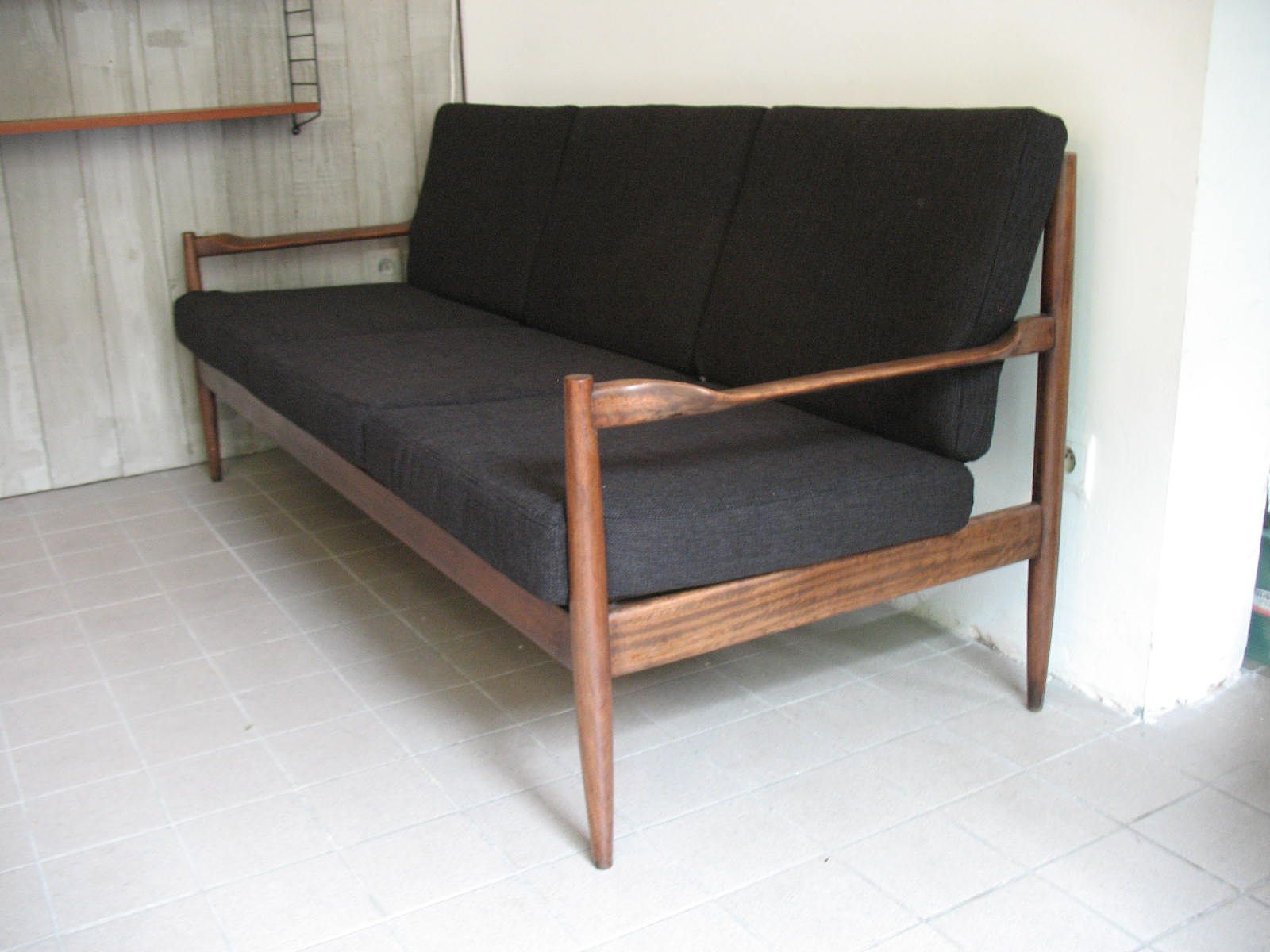schwarzes sofa 1950er bei pamono kaufen. Black Bedroom Furniture Sets. Home Design Ideas