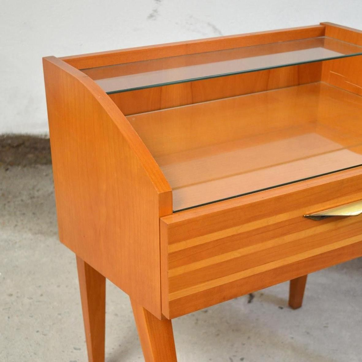 holz furnier nachttische 1960er 2er set bei pamono kaufen. Black Bedroom Furniture Sets. Home Design Ideas