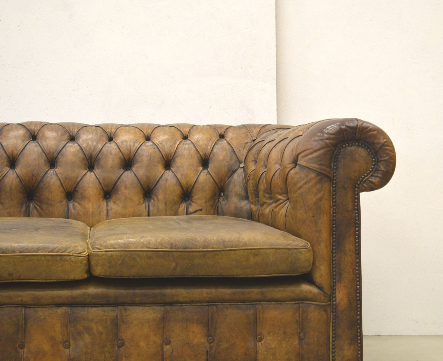 englisches art deco chesterfield 2 sitzer leder sofa in. Black Bedroom Furniture Sets. Home Design Ideas