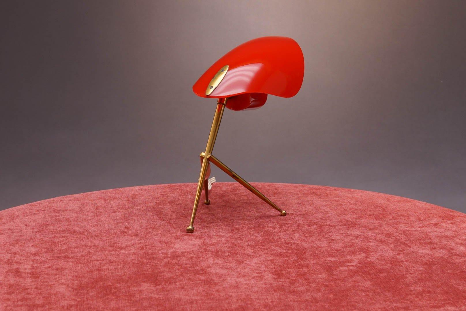tischlampe mit rotem schirm von stilnovo 1950er bei pamono kaufen. Black Bedroom Furniture Sets. Home Design Ideas