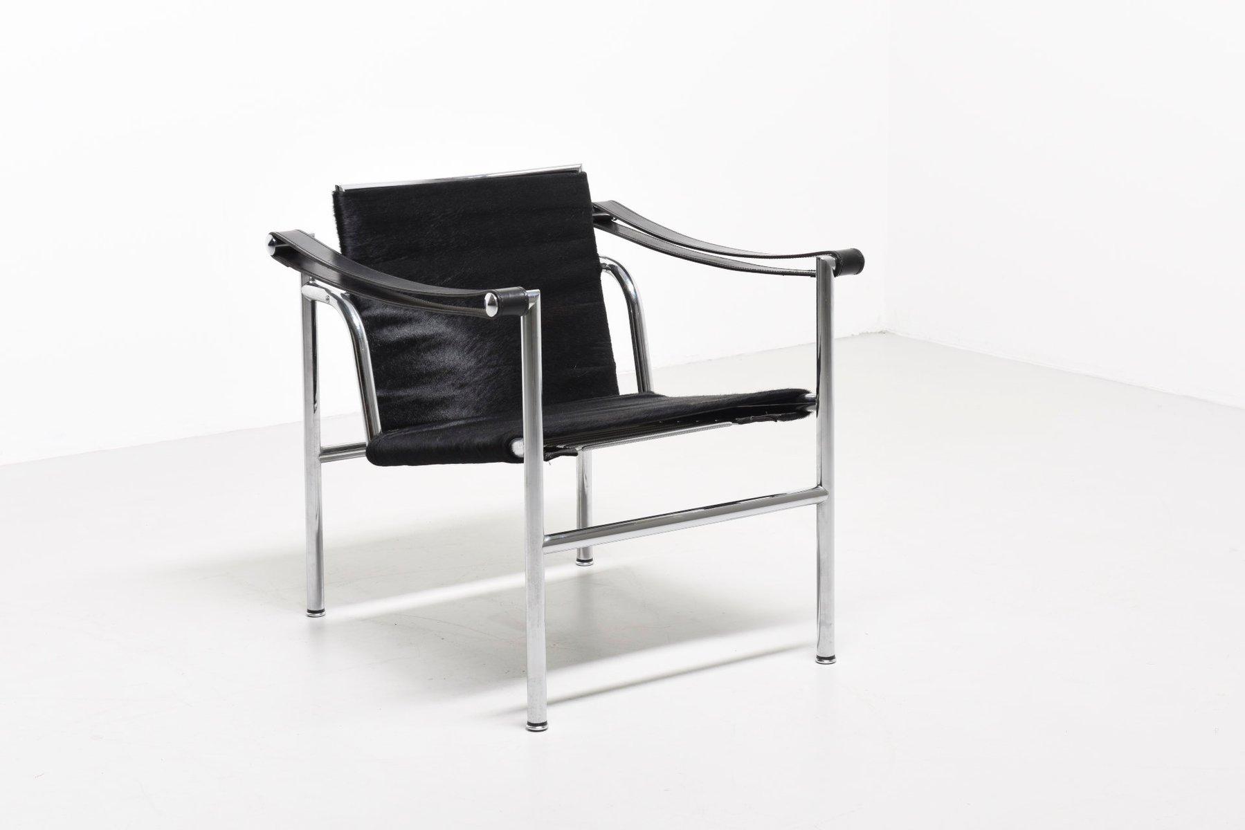 fauteuil lc1 vintage par le corbusier pierre jeanneret. Black Bedroom Furniture Sets. Home Design Ideas