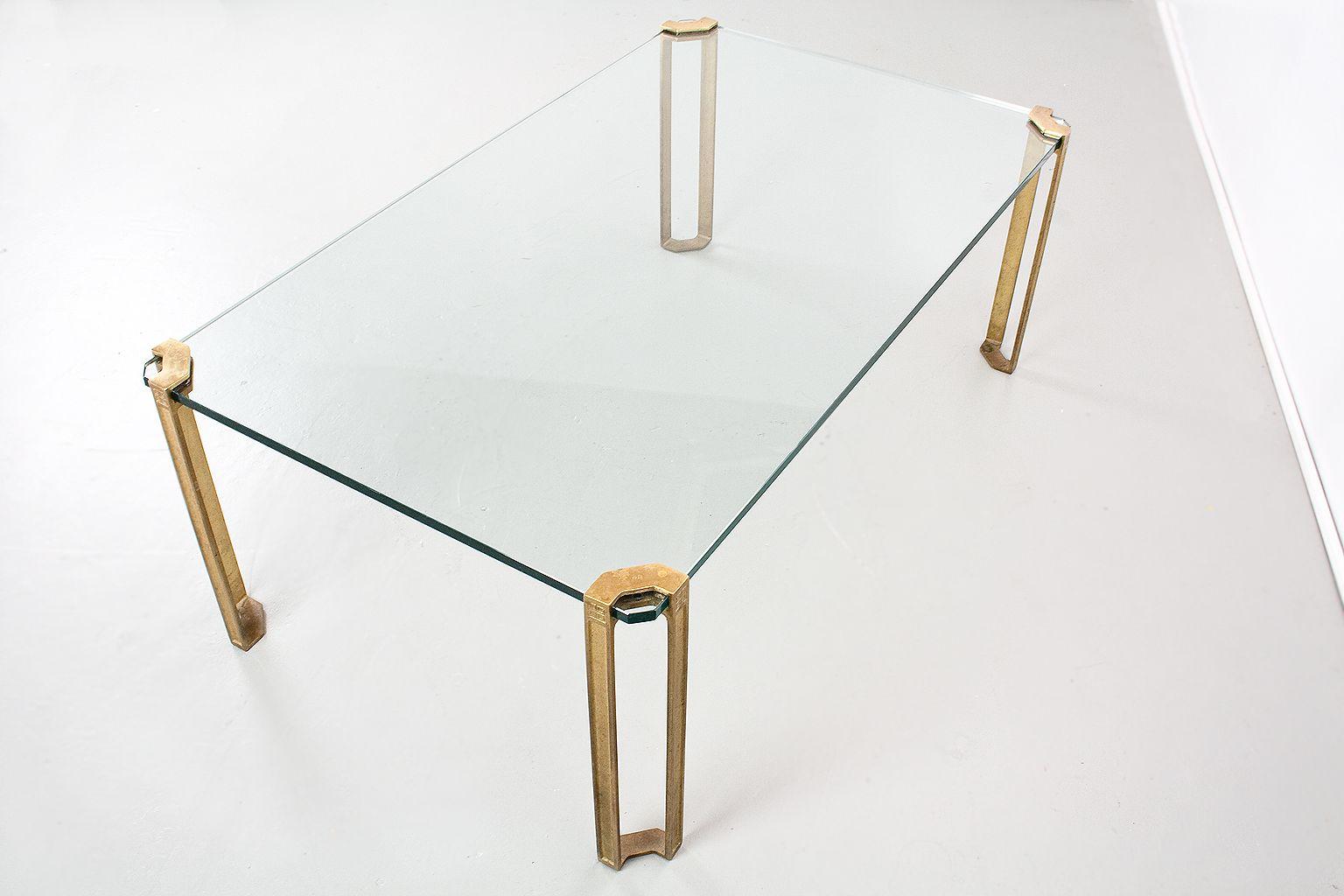 Moderner tisch aus messing glas von peter ghyczy 1970er for Tisch aus glas