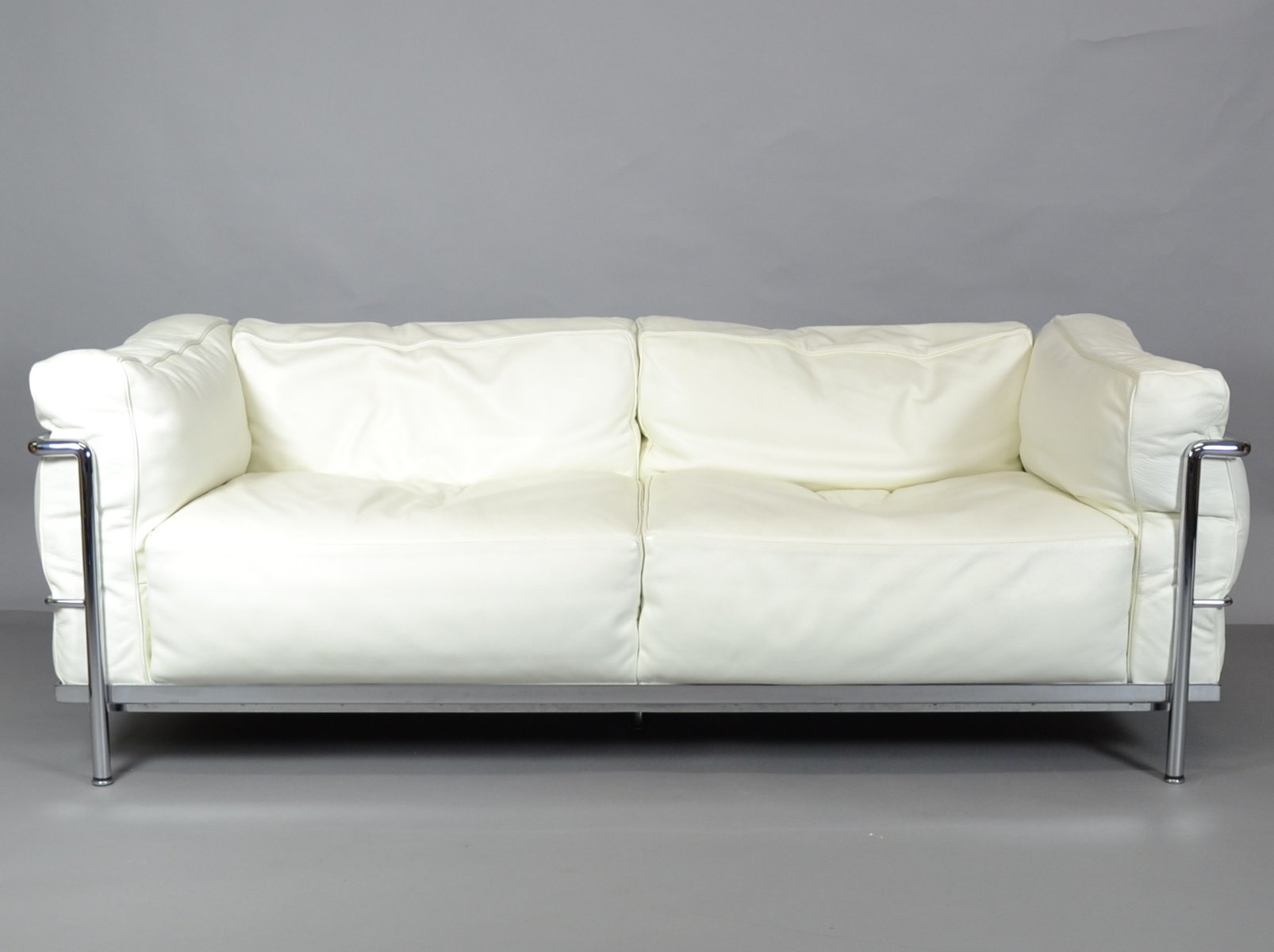 Vintage lc3 sofa by le corbusier charlotte perriand and for Le corbusier sofa nachbau