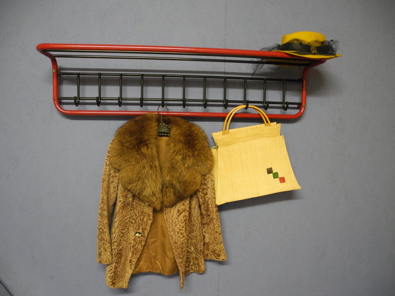 gro e garderobe aus metall in rot schwarz 1980er bei. Black Bedroom Furniture Sets. Home Design Ideas