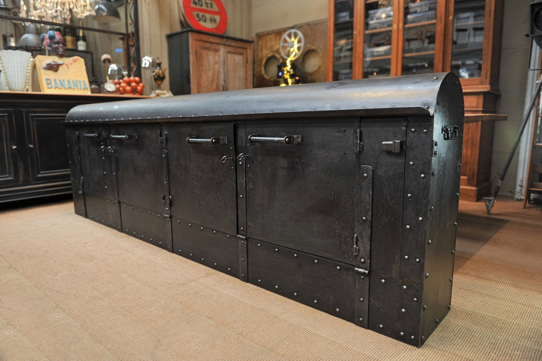 fabrik sideboard aus genietetem metall 1920er bei pamono kaufen. Black Bedroom Furniture Sets. Home Design Ideas