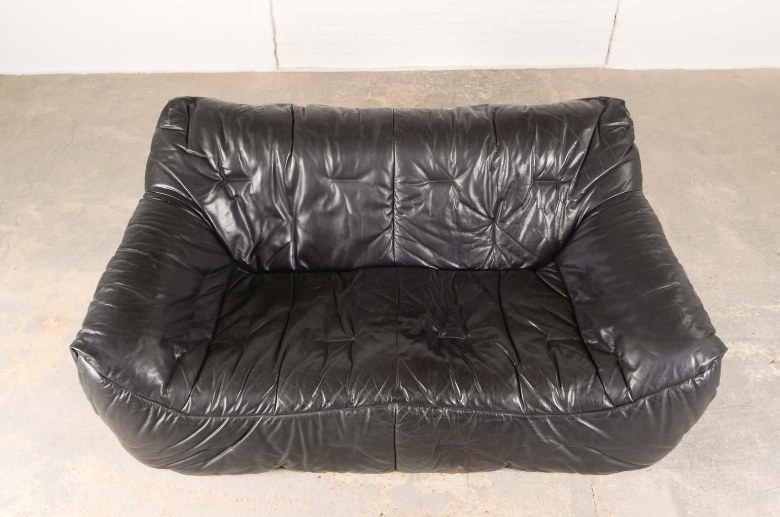 schwarzes vintage leder sofa aus weichem schaumstoff von hans hopfer f r roche bobois bei pamono. Black Bedroom Furniture Sets. Home Design Ideas