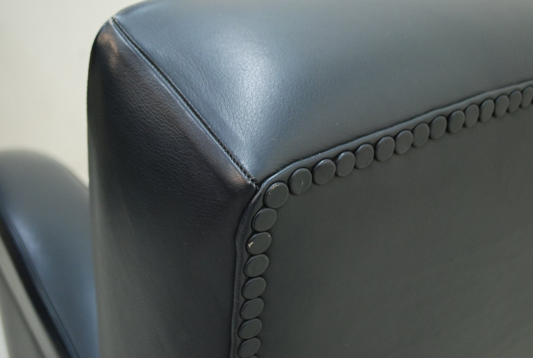 italienischer tabarin leder sessel von poltrona frau 1985. Black Bedroom Furniture Sets. Home Design Ideas