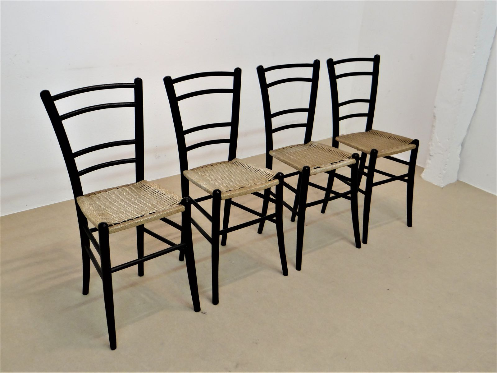 vintage schwarzholz st hle von cassina 4er set bei pamono kaufen. Black Bedroom Furniture Sets. Home Design Ideas