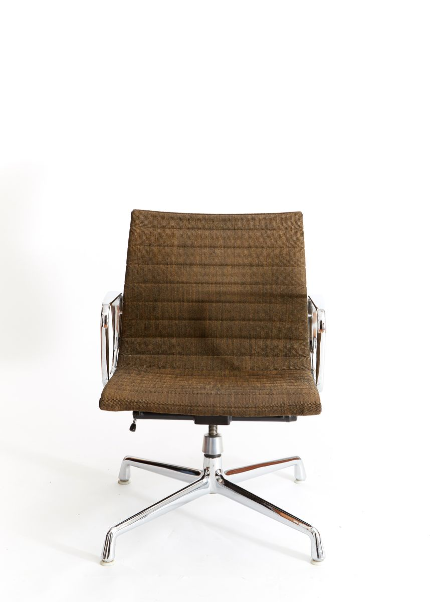 ea 117 b rostuhl von charles ray eames f r herman miller bei pamono kaufen. Black Bedroom Furniture Sets. Home Design Ideas