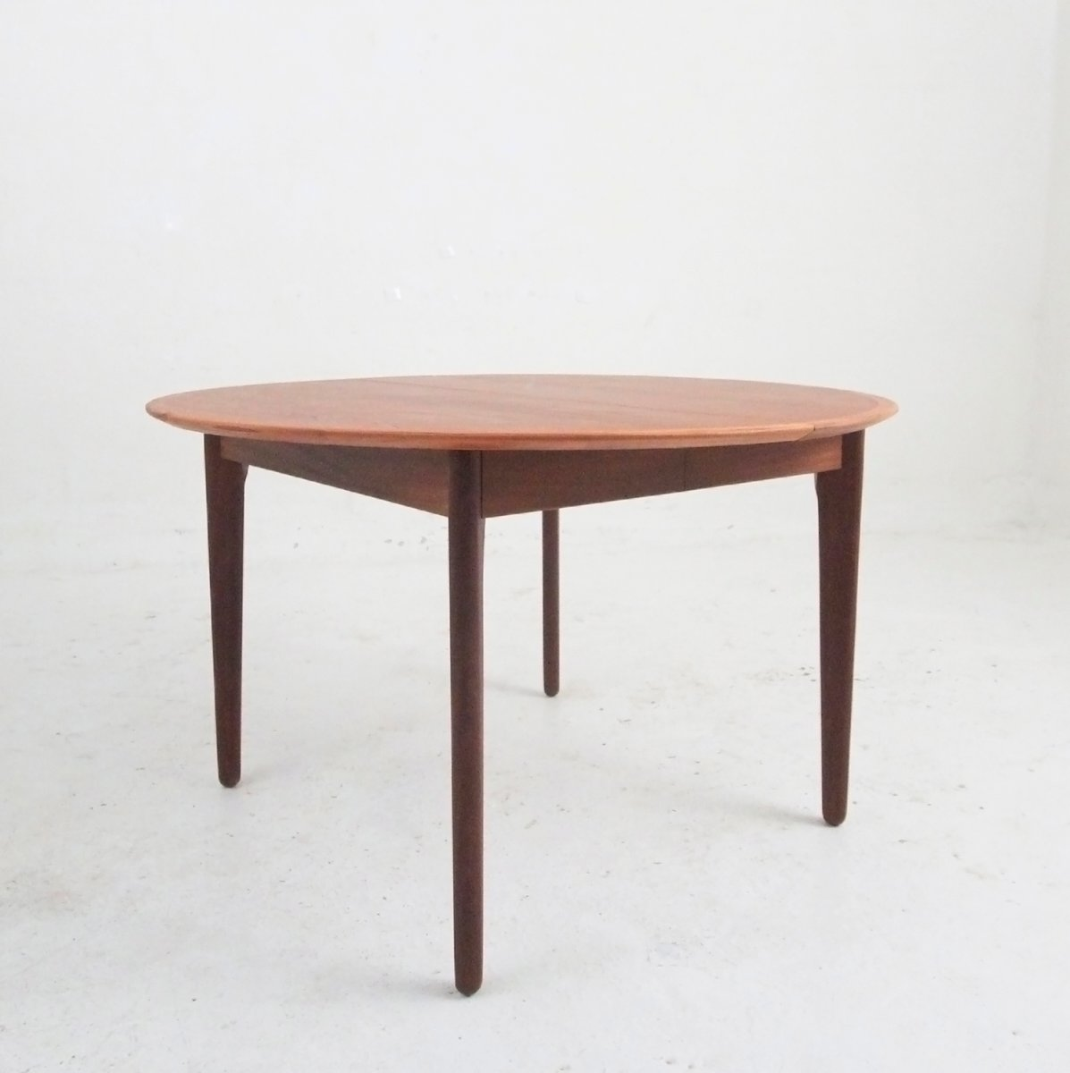 mid century round veneer dining table from vamo for sale at pamono. Black Bedroom Furniture Sets. Home Design Ideas