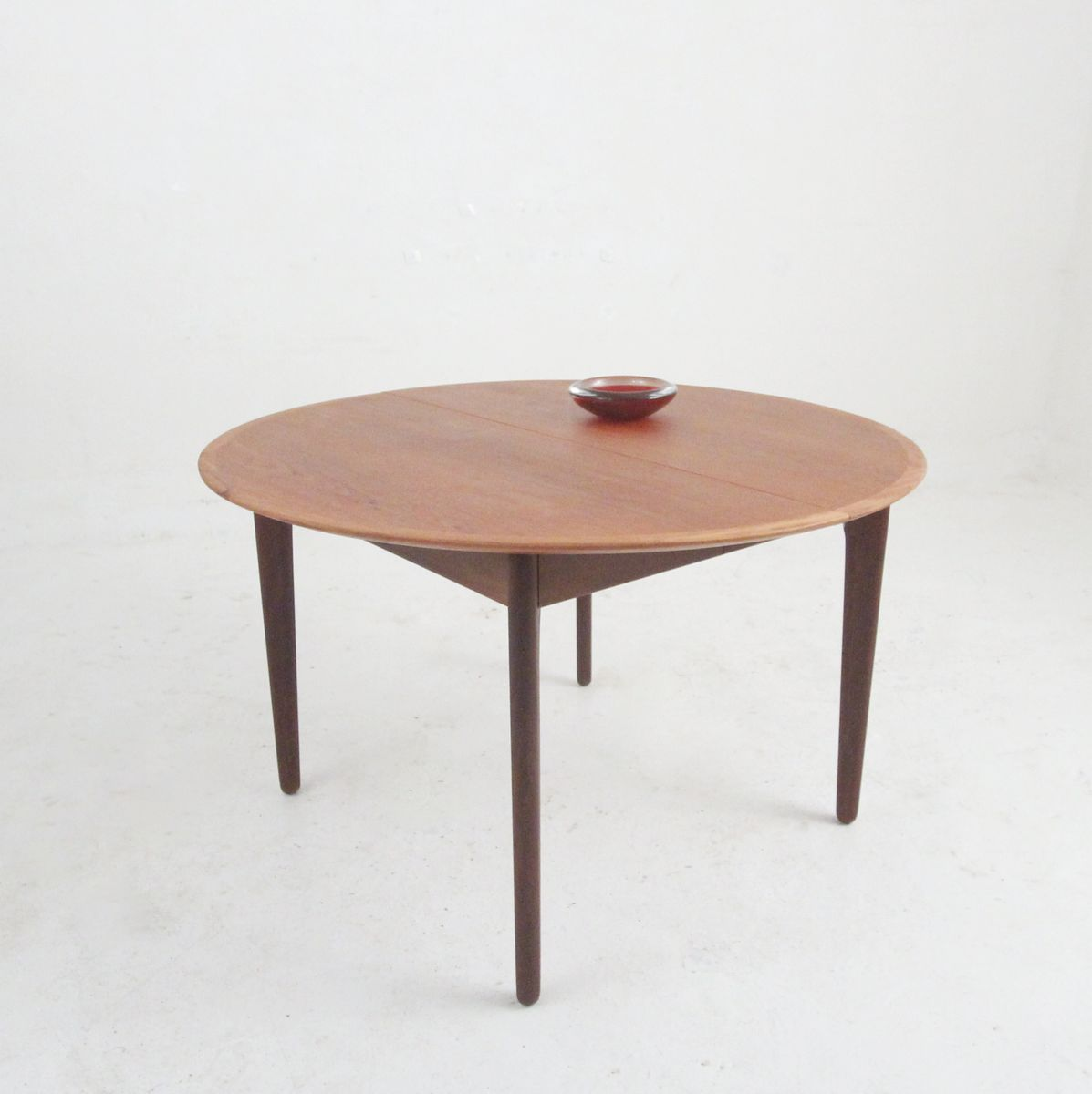 MidCentury Round Veneer Dining Table From Vamo For Sale At Pamono - Mid century round dining table with leaf