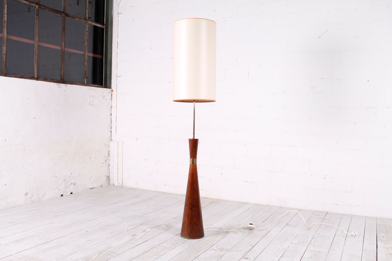 Mid-Century Spindle Floor Lamp, 1950s for sale at Pamono