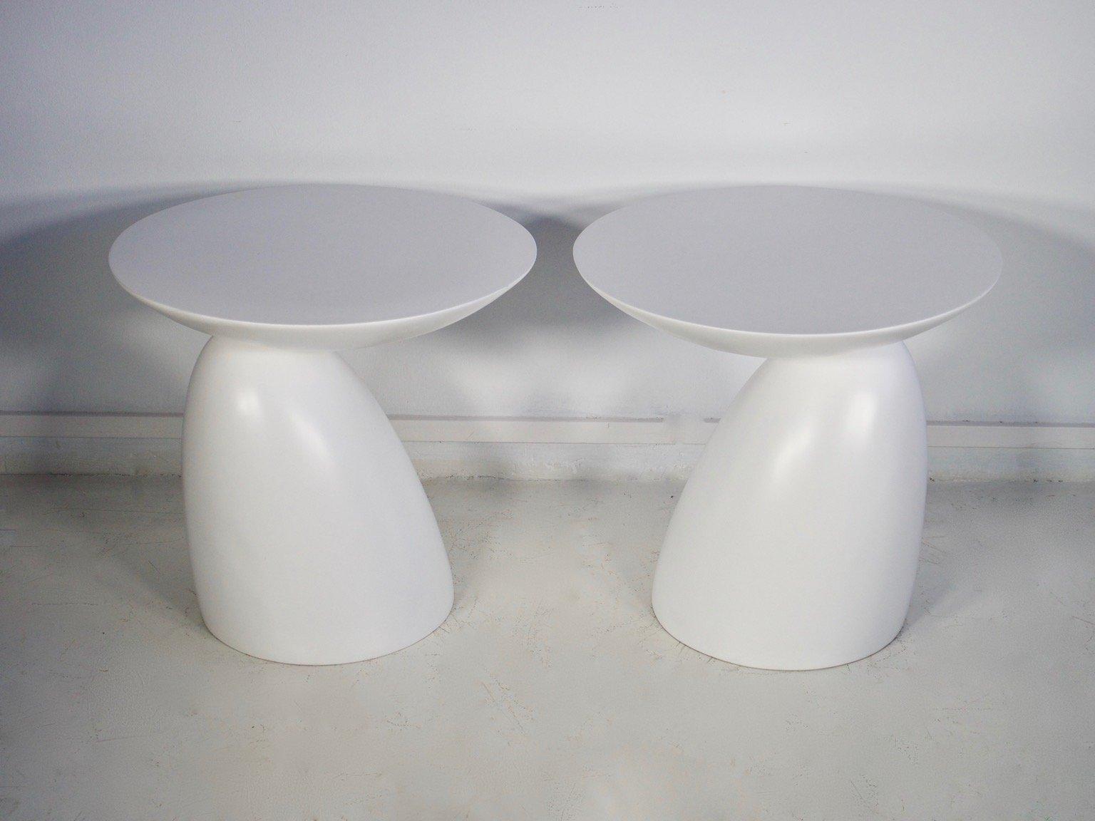 runde wei e fiberglas beistelltische 1980er 2er set bei pamono kaufen. Black Bedroom Furniture Sets. Home Design Ideas