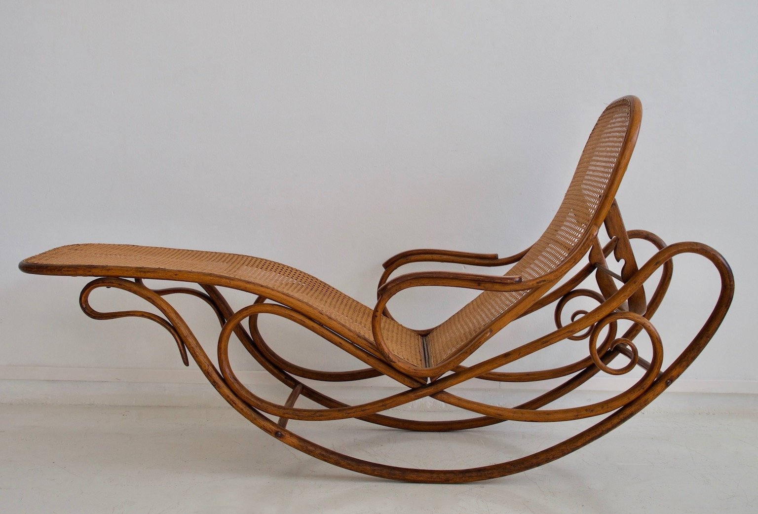 Antique Model 7500 Rocking Chair From Thonet For Sale At
