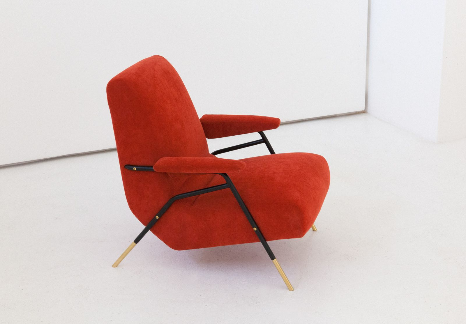orange italienische mid century samt sessel mit rahmen aus. Black Bedroom Furniture Sets. Home Design Ideas