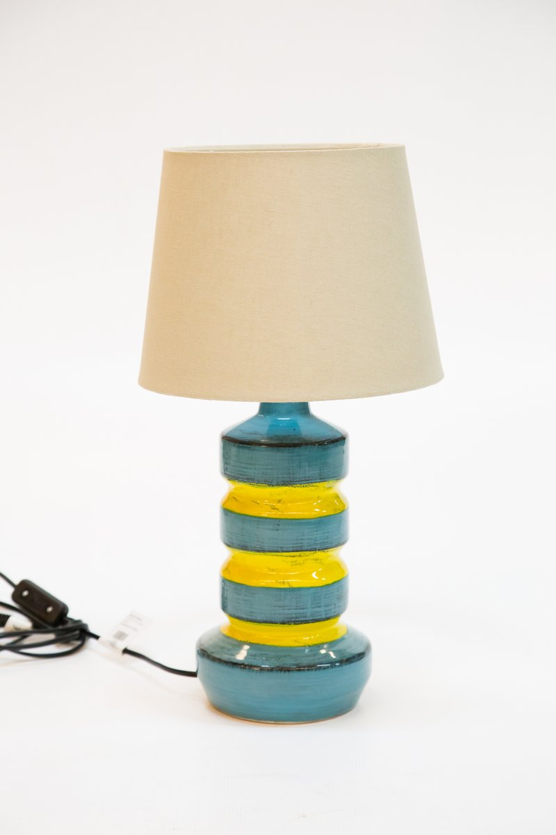 lampe de bureau en c ramique bleu jaune 1970s en vente. Black Bedroom Furniture Sets. Home Design Ideas