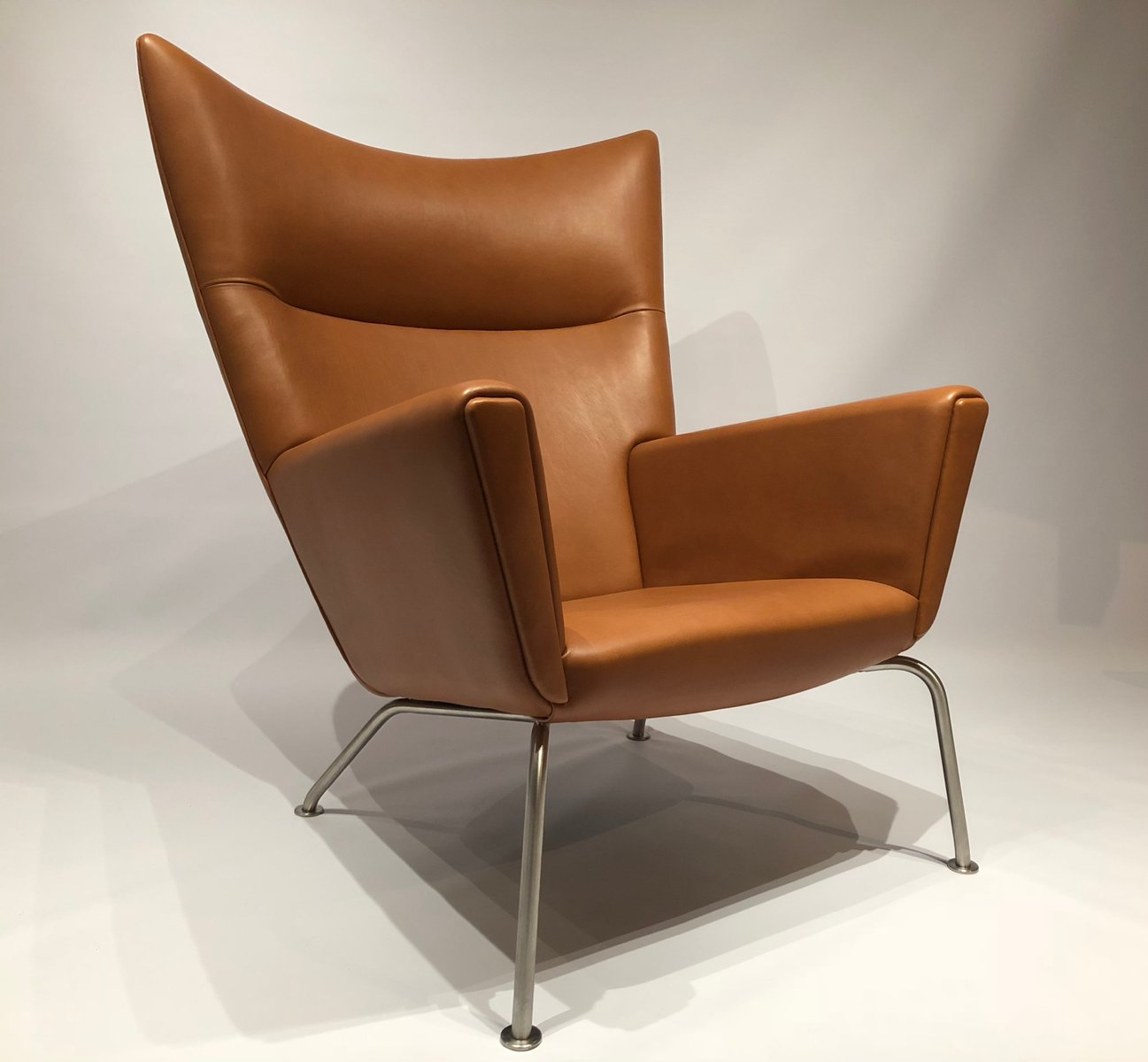 mid century model ch445 wing chair by hans j wegner for carl hansen s n for sale at pamono. Black Bedroom Furniture Sets. Home Design Ideas