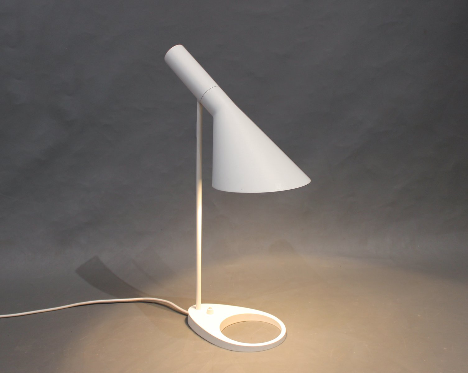 White table lamp by arne jacobsen for louis poulsen 1960s for sale white table lamp by arne jacobsen for louis poulsen 1960s mozeypictures Choice Image
