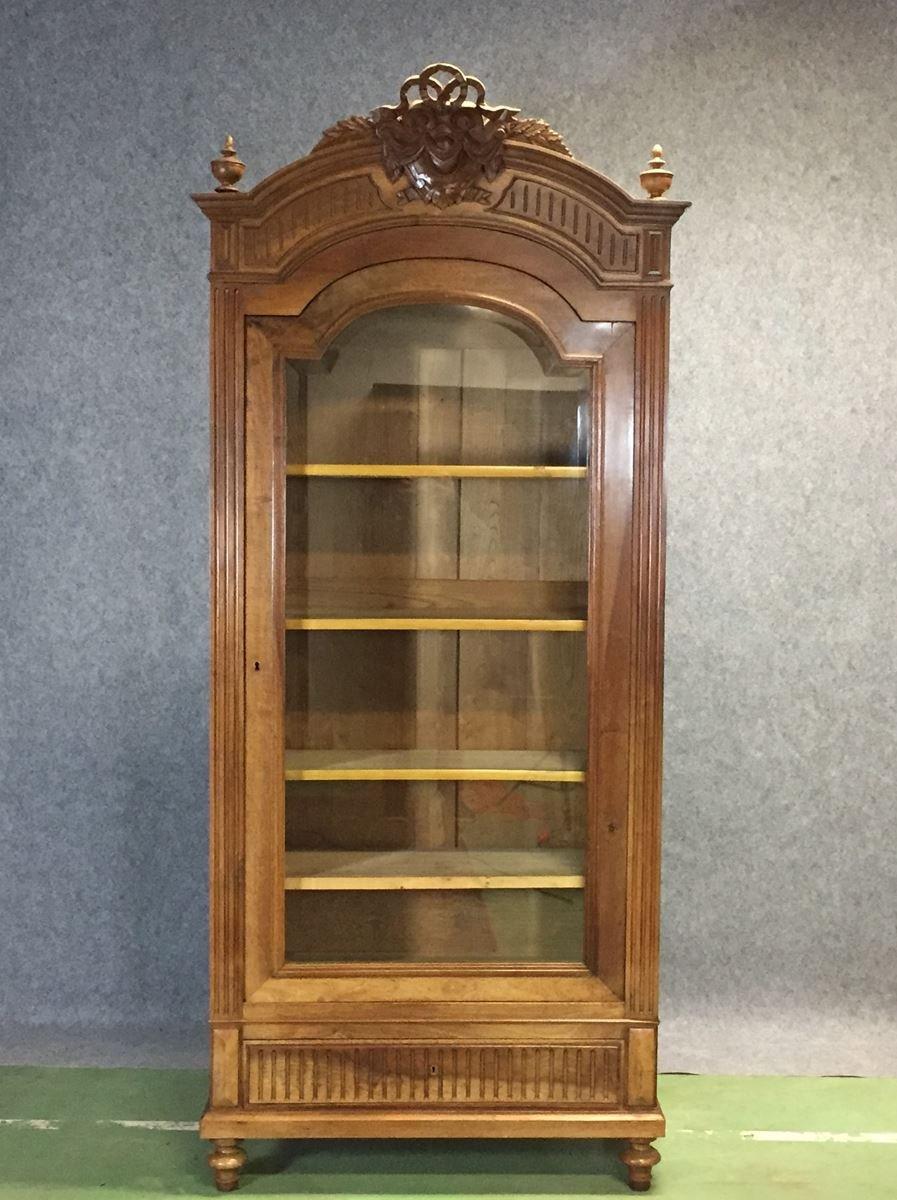 antike vitrine aus walnussholz im louis xvi stil bei pamono kaufen. Black Bedroom Furniture Sets. Home Design Ideas