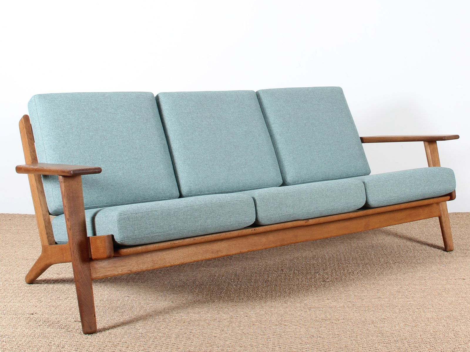 Ge 290 3 seater by hans j wegner for getama 1960s for for Canape scandinave
