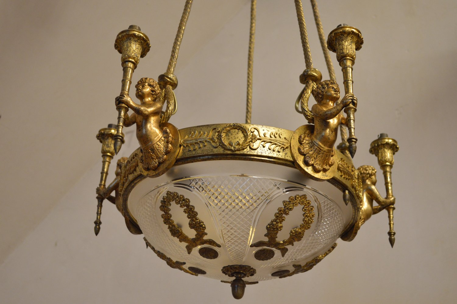 Antique Louis XVI Style Chandelier with Cherubs in Gilt Bronze - Antique Louis XVI Style Chandelier With Cherubs In Gilt Bronze For