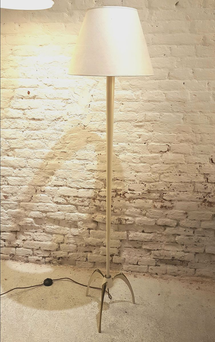 French floor lamp with claw foot in gilt brass and cream for Floor in french translation
