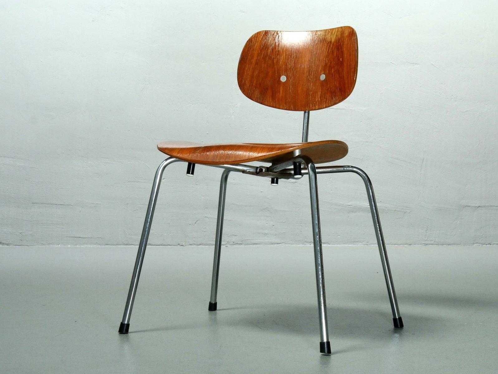 stapelbarer vintage se 68 su teak stuhl von egon eiermann f r wilde spieth bei pamono kaufen. Black Bedroom Furniture Sets. Home Design Ideas