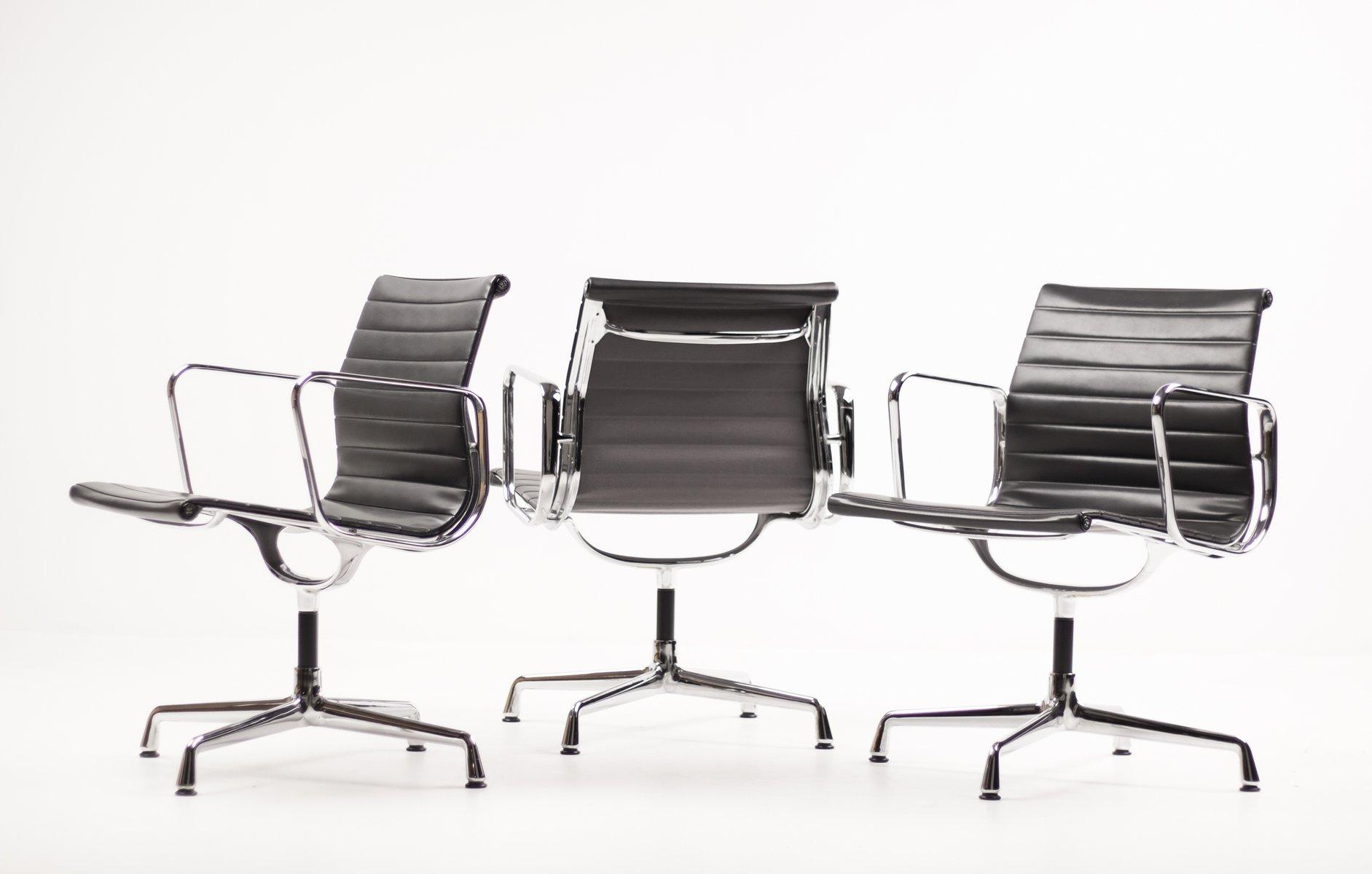 Sedie Ufficio Eames : Sedie girevoli in alluminio di charles ray eames per vitra
