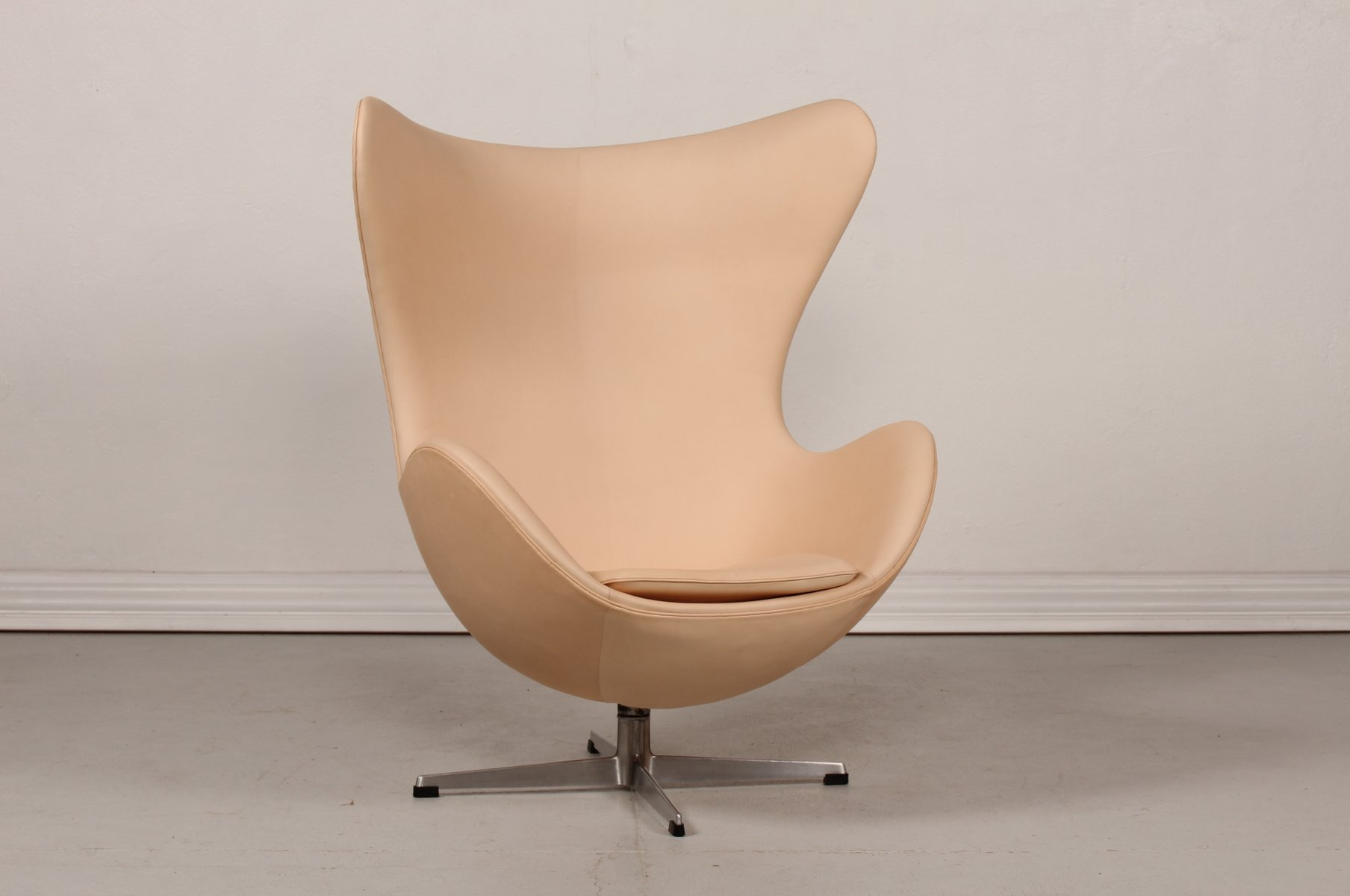 Mid-Century 3316 Vegetal Leather Egg Chair by Arne Jacobsen for ...