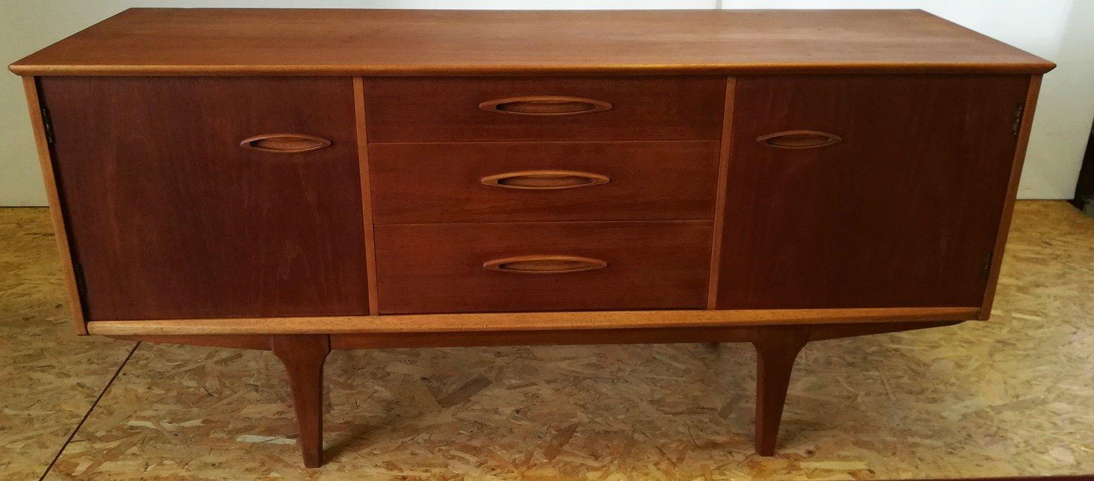 kleines vintage sideboard von jentiques bei pamono kaufen. Black Bedroom Furniture Sets. Home Design Ideas