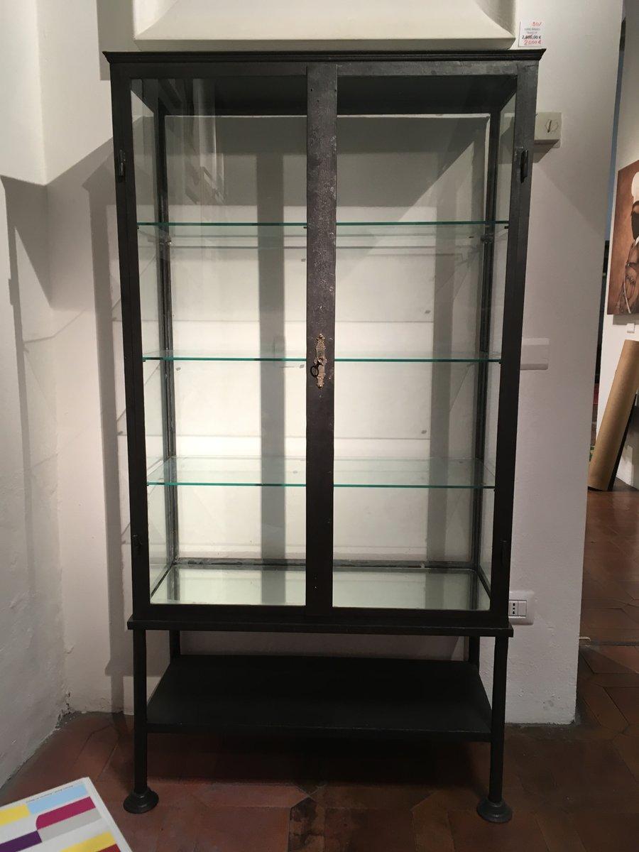 Vetrina antica in ferro e vetro in vendita su Pamono