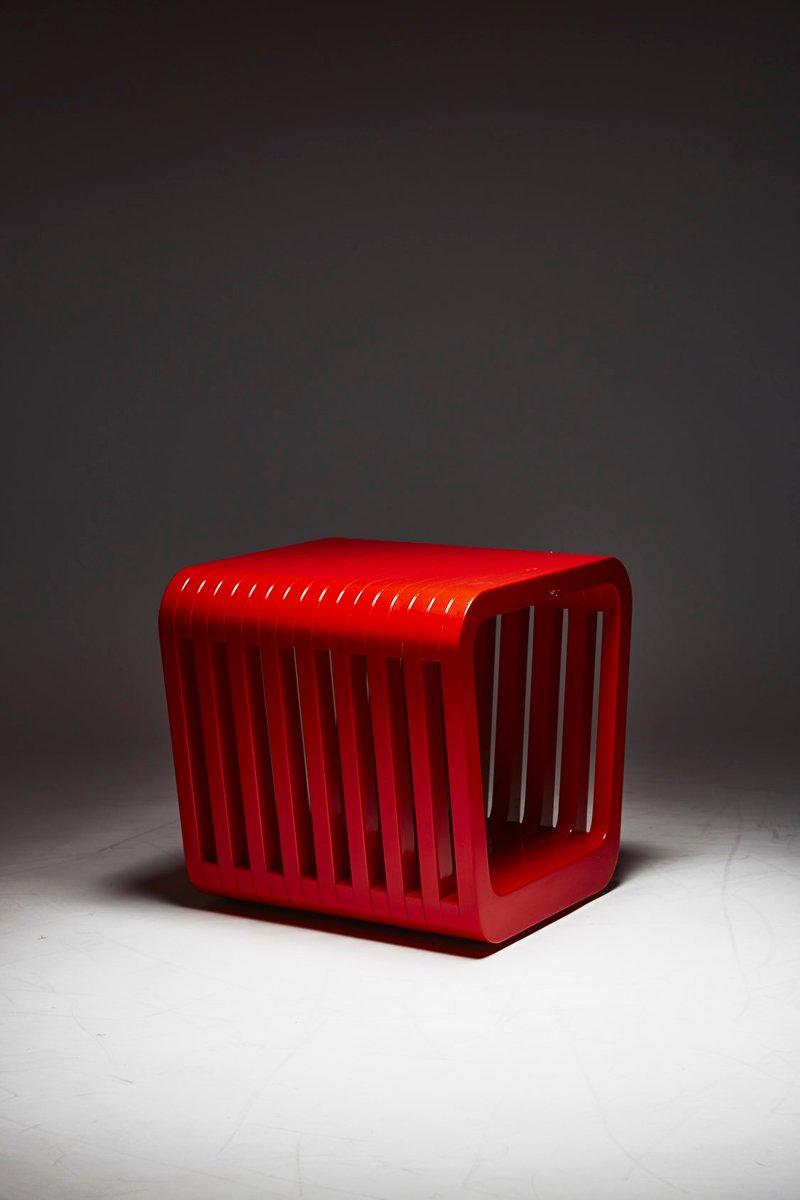 Link hocker oder couchtisch in iconic rot von reda amalou for Designer couchtisch rot