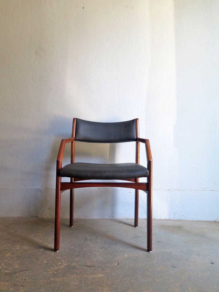 Vintage armlehnstuhl mit schwarzem kunstleder bezug bei for Armlehnstuhl kunstleder