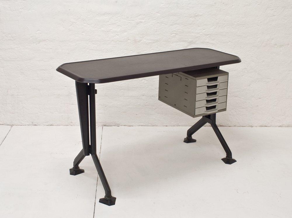 kleiner arco schreibtisch von studio bbpr f r olivetti 1960er bei pamono kaufen. Black Bedroom Furniture Sets. Home Design Ideas