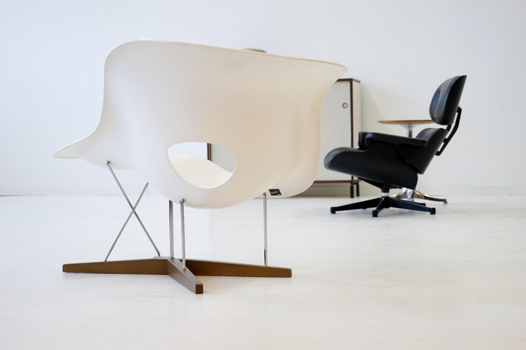 vintage la chaise by eames for vitra for sale at pamono. Black Bedroom Furniture Sets. Home Design Ideas