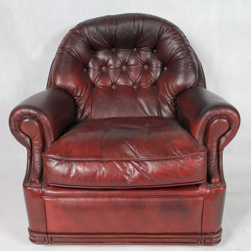 Vintage English Leather Chesterfield Living Room Set, 1950s 14. £878.00