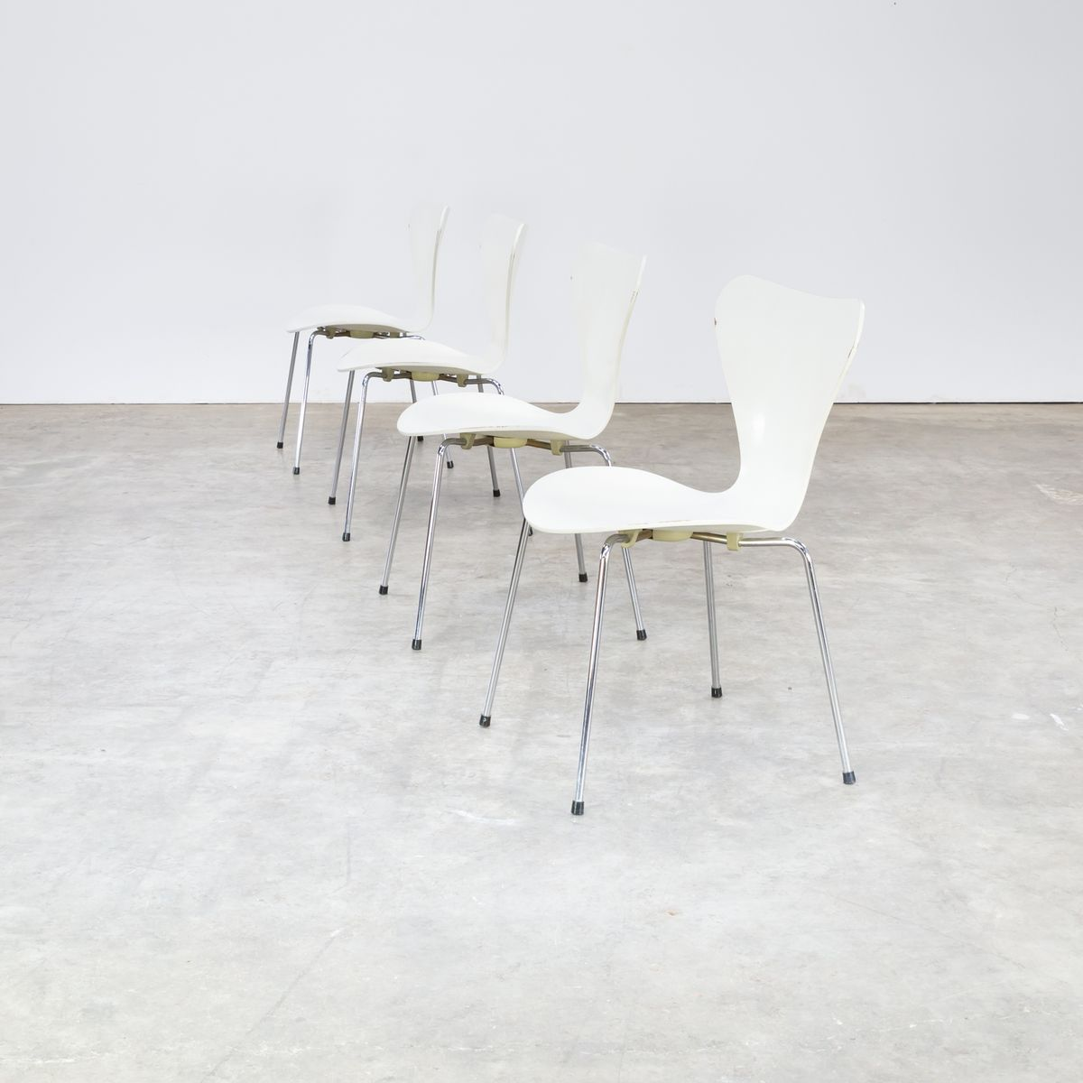 Mid Century Butterfly Chair By Arne Jacobsen For Fritz Hanzen, Set Of 4 For  Sale At Pamono