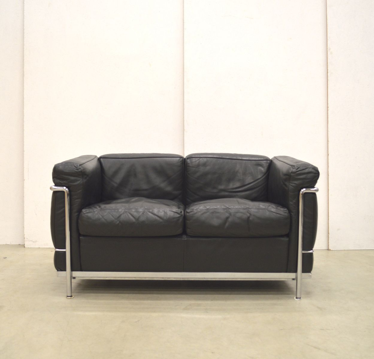 lc2 sofa von le corbusier f r cassina 1980er bei pamono kaufen. Black Bedroom Furniture Sets. Home Design Ideas